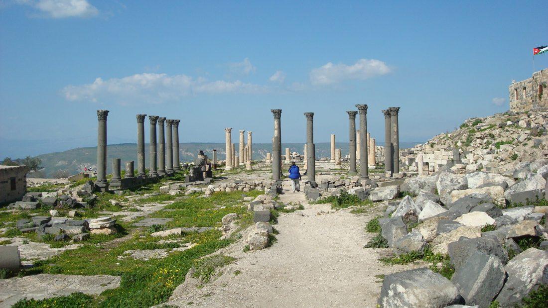 Um Qais columns
